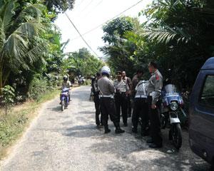 Kabagops Kompol Abdul Rokhim, SH memimpin razia di Desa Klobungan Kec Socah