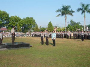 Wakapolres Bangkalan bertindak sebagai Inspektur Upacara